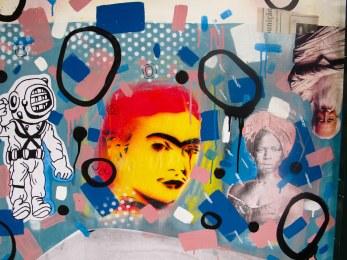 Frida com fundo azul