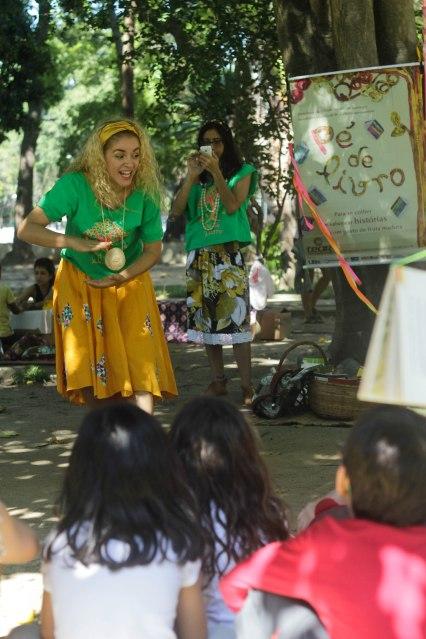 O Tear contou histórias ao Pé de Livro, projeto criado pela instituição de arte e educação da Tijuca